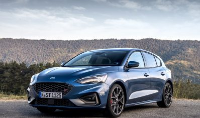 FORD_2019_FOCUS_ST_Performance_Blue_02